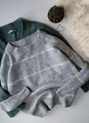 Свободный серый свитер оверсайз в полоску с шерстью