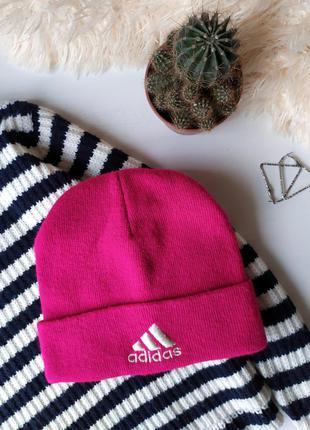 Яркая розовая спортивная  шапка с лого adidas адидас