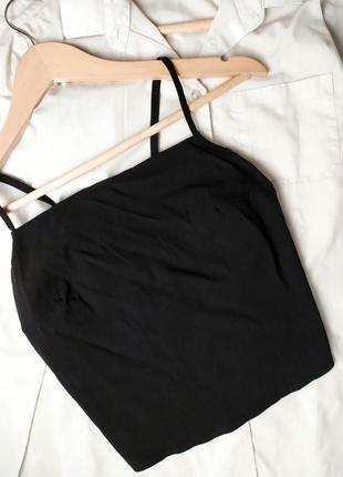Укороченный черный кроп топ со шнуровкой на спине на тонких бр...