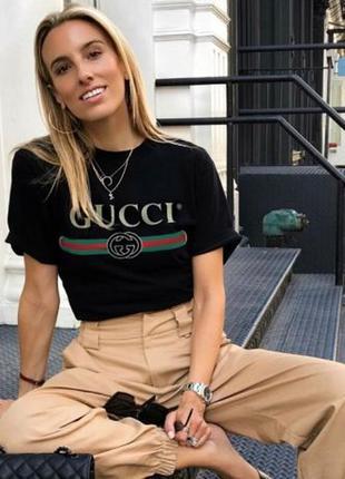 Стильная черная футболка , топ с логотипом лого надписью gucci