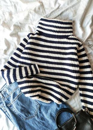 Укороченный вязаный полосатый свитер в полоску с воротником, г...