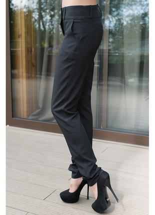 Черные зауженные брюки В701