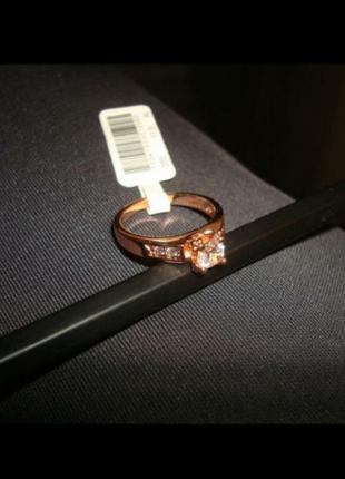 Кольцо с большим камушком розовая позолота