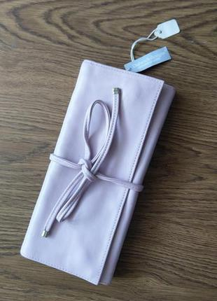 Красивый кожаный  кошелек клатч