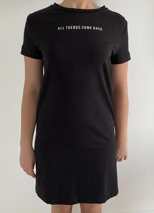 Черное платье, спортивное платье.