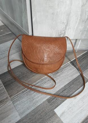 Симпатичная кожаная сумка кроссбоди