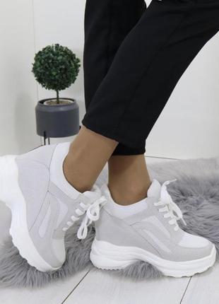 Новые шикарные женские бело-серые сникерсы кроссовки