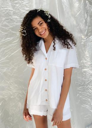 Костюм из льна белый с шортами