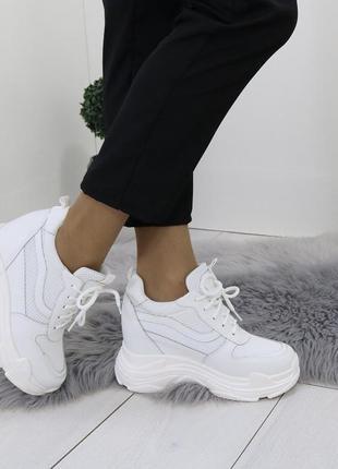 Новые шикарные женские белые кроссовки сникерсы