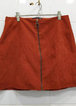 Яркая юбка трапеция под замшy с молнией спереди