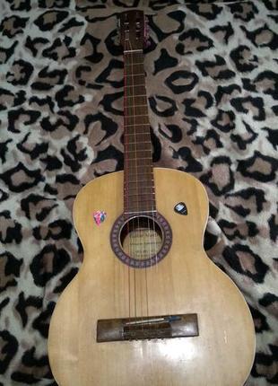 Продам или обменяю электро аккустическую гитару