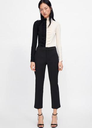 Трендовые брюки zara с-ка черные укороченные