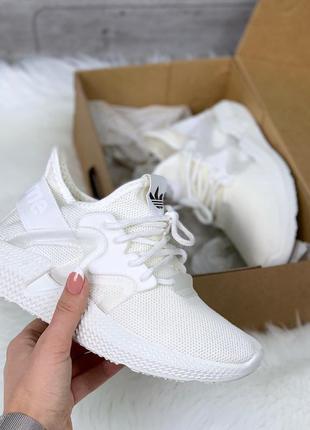 Лёгкие белые текстильные кроссовки