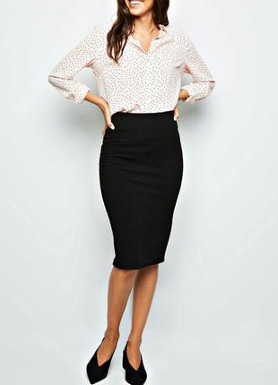 Базовая черная юбка карандаш из фактруной ткани, миди р.16