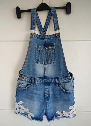 Стильный джинсовый комбинезон denim co с шортами и кружевом