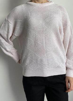 Светлый свитшот, кофта вязаная, свитер.
