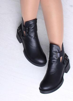 Кожаные женские черные демисезонные открытые ботинки низкий ка...