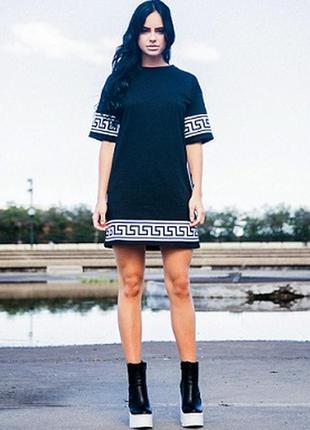 Платье-туника с белым рисунком