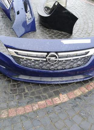 Бампер передний решетка радиатора Opel Astra K