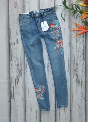 Новые джинсы скинни с вышивкой new look jenna p s