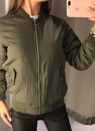 Утеплённый бомбер цвета хаки куртка amisu есть размеры