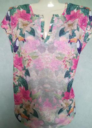 Прекрасная трендовая футболка блуза с тропическим принтом цвет...