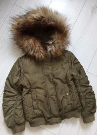 Класнючая куртка с меховым капюшоном