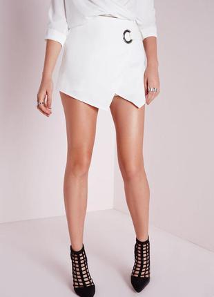 Идеальные шорты-юбка на запах с кольцом missguided ms725