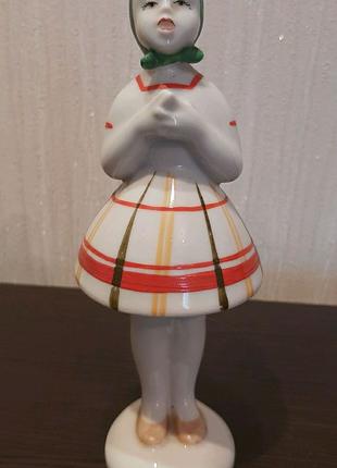 Статуетка фарфоровая.Поющая девочка.50-70гг.СССР