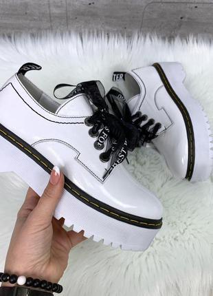 Белые кожаные туфли на платформе,белые лаковые туфли на шнуровке