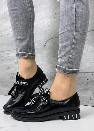 Чёрные кожаные туфли на низком каблуке,чёрные лакированные туф...