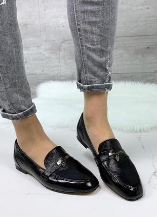 Чёрные кожаные лоферы, чёрные лакированные туфли на низком каб...