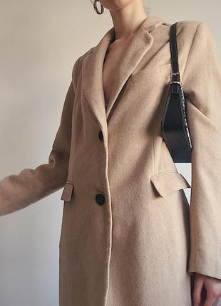 Шерстяное пальто актуального песочного цвета