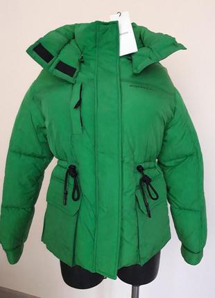 Тепла куртка bershka