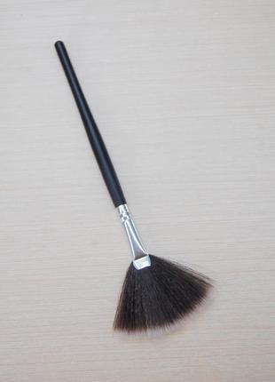 Кисть для макияжа веер (веерная) - для пудры, хайлайтера, румя...