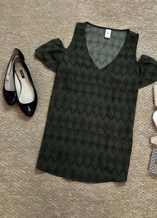 Стильная блуза с опущенными воланами