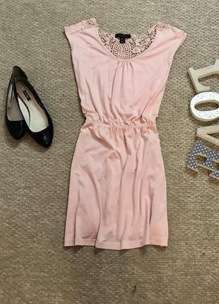Легкое красивое платье с вискозы с кружевом