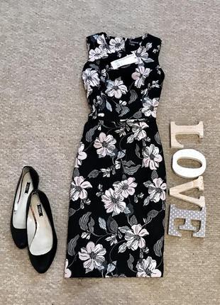 Красивое платье в цветочный принт warehouse
