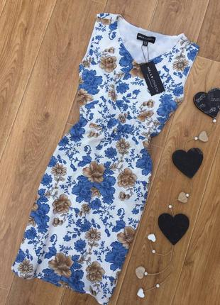 Платье в цветочный принт mella london