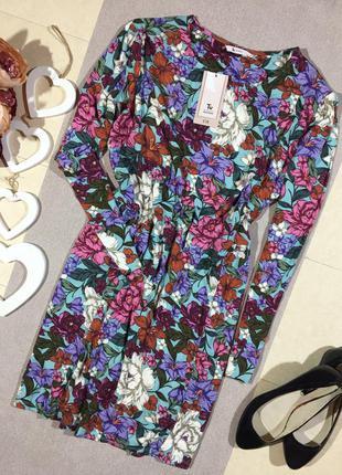 Новое! шикарное платье с вискозы в цветочный принт.