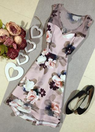 Шикарное платье в цветочный принт .
