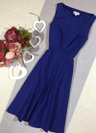 Красивое плотное брендовое платье.