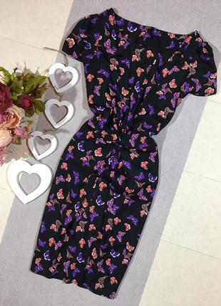 Красивое платье в цветочный принт.