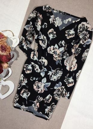 Шикарное платье в цветочный принт.