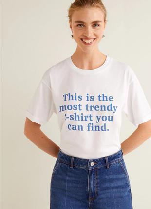 Прекрасная белая футболка с надписью от mango