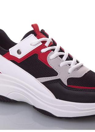 Женские кроссовки чёрно-белые