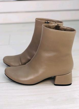 Женские натуральные кожанные демисезоные ботинки ботильоны