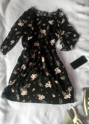 Красивое платье в цветочный принт чёрное h&m