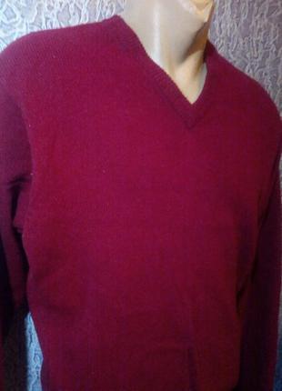Мужской шерстяной свитер.