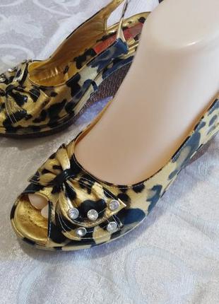 Босоножки на пробковой платформе леопардовый принт